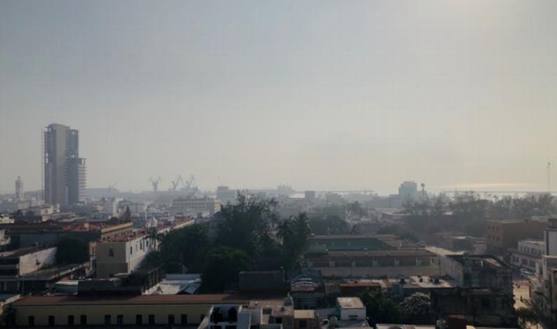 Humo y fuerte olor a quemado en gran parte de la ciudad de Veracruz