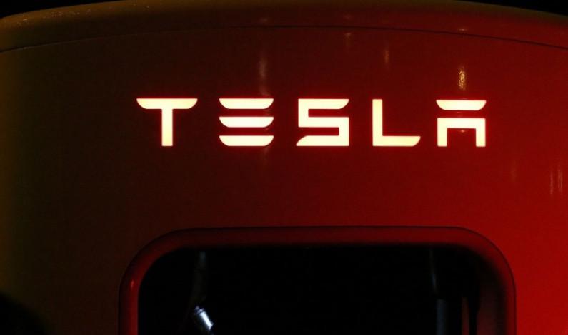 Alistan versión mejorada del Tesla… ¡ahora con pilotaje automático!