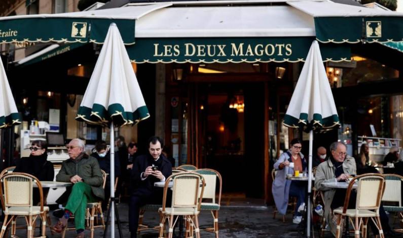 Francia reabre cafés y museos tras cierre de 6 meses