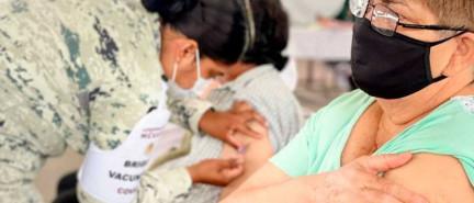 Piden en NL paciencia ante 'leve retraso' por segunda vacuna
