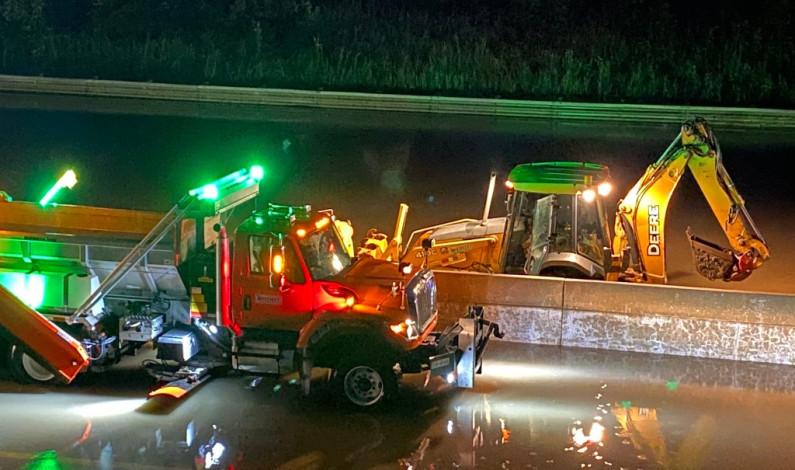 Tormentas provocan apagones y cierres de carreteras en EU